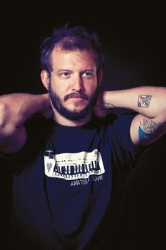 I am deeply in love with you, Justin Vernon (lead singer of Bon Iver) Music Magpie, Justin Vernon, Music Genius, People Smoking, Best Guitarist, All About Music, Looking Dapper, Good Music, Amazing Music