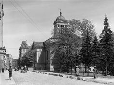 Helsingin Vanha kirkko Antinkadulla (nykyinen Lönnrotinkatu). (I.K. Inha, 1908)