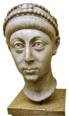 Testa di Arcadio - seconda metà del IV sec. d.C. - marmo a tutto tondo - da Istanbul - Museo archeologico di Istanbul. Le proporzioni all'interno del volto sono completamente stravolte e le fattezze dell'imperatore sono così alterate e idealizzate, che a stento si riconosce il soggetto.