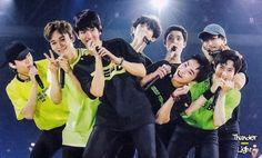 the way they are loves of my life + yixing 💛 Baekhyun Chanyeol, Exo Kai, Park Chanyeol, Exo Ot12, Chanbaek, K Pop, Exo Group Photo, Exo Concert, Exo Fan Art