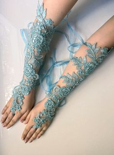 Trendy Fashion, Boho Fashion, Fashion Beauty, Wedding Gloves, Lace Wedding, Wedding Blue, Wedding Photo Props, Wedding Photos, Lace Gloves