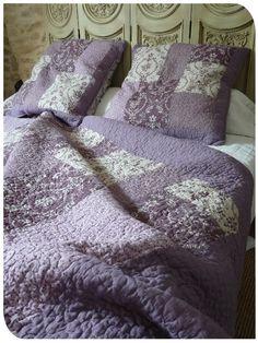 couvre lit boutid parme et mauve boutis pinterest mauve. Black Bedroom Furniture Sets. Home Design Ideas