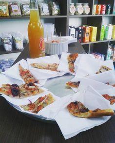 Pizza vegana Flora. Pizza slices.