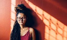 MUST READ: How To Stay Happy When You're Around Negative People How to stay happy even when you're around negative people. Whether it's the holidays, an event, or work these 8 tips will help you stay centered. Best Meditation, Meditation For Beginners, Women With Dreadlocks, Panic Attack Treatment, Wear You Down, Reflexology Massage, Natural Stress Relief, Negative People, Stay Happy