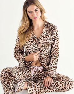 Ref. 7970 As nossas calorosas boas-vindas a uma das protagonistas desta temporada! A intensidade da estampa leopardo com filetes e detalhes em tom de rosa. MIXTE PIJAMAS • Fall - Winter 2016