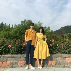Her dress omggggggg Matching Couple Outfits, Matching Couples, Ulzzang Couple, Ulzzang Girl, Korean Couple Photoshoot, Anime Love Couple, Cute Couples Goals, Fashion Couple, Couple Posing