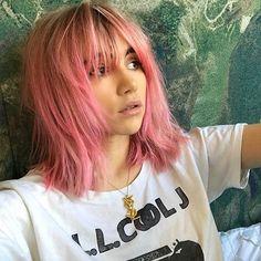 STOP PRESS ✋️ Suki Waterhouse has only popped along to BLEACH London & gone PINK! 😱 💓  #hair #hairstyle #haircolour #pinkhair #pink #bleach #hairinspo #hairenvy #hairinspiration #pastelhair #bbloggers #beauty #celebrity #celebrity #sukiwaterhouse #model #aesthetic