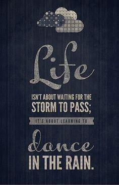 la vida no se trata de esperar a que pase la tormenta quotables