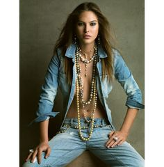 Catherine McNeil in denim shirt and jeans as photographed by Patrick Demarchelier for the En Rangs! jewelry story in March Vogue Paris. Vogue Paris, Catherine Mcneil, Patrick Demarchelier, Toni Garrn, Victoria And Albert Museum, Glamour, Sexy Fotografie, Estilo Jeans, Denim Fashion