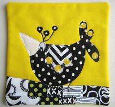 bird mug rug (funny bird! Star Quilts, Mini Quilts, Baby Quilts, Quilt Blocks, Mug Rug Patterns, Quilt Patterns, Canvas Patterns, Textiles, Vogel Quilt