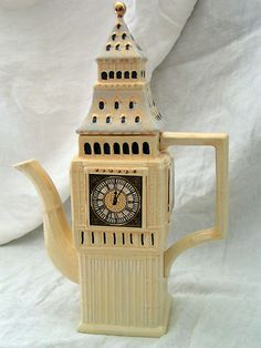 KENSINGTON POTTERIES BIG BEN TOWER COFFEE TEA POT * HAND PAINTED IN ENGLAND