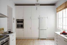 #Cocina de #EstiloNórdico. Los muebles en blanco aportan un toque elegante y sobrio