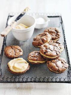 Delicious salted caramel frosting sandwiched between two brownie cookies .) Salted Caramel Brownie Sandwich Cookies recipe @ Donna Hay x debra Cookie Desserts, Just Desserts, Cookie Recipes, Delicious Desserts, Dessert Recipes, Yummy Food, Brownie Cookies, Shortbread Cookies, Bbq Dessert