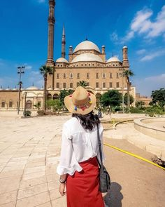 Looking for the best luxury Egypt tours? then check our luxury Egypt holidays to enjoy the highest level of luxury in Egypt with our tours. Egypt Travel, Africa Travel, Nile River Cruise, Places In Egypt, Famous Monuments, Become A Fashion Designer, Visit Egypt, House Of Beauty, Luxury Holidays