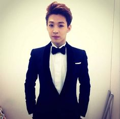 Henry is the next artist to hop on the Instagram bandwagon | http://www.allkpop.com/article/2014/04/henry-is-the-next-artist-to-hop-on-the-instagram-bandwagon