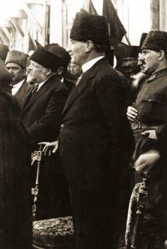Türk Ocağındaki Erkek Lisesi izcilerinin yemin töreninde, Adana, 15 Mart 1923