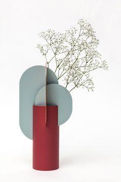 Inspired by Malevich – Suprematic Vases by Designer Kateryna Sokolova – OEN - Vase Minimal Design, Modern Design, Design Art, Keramik Design, Diy Décoration, Arte Floral, Outdoor Christmas Decorations, Vintage Design, Flower Vases