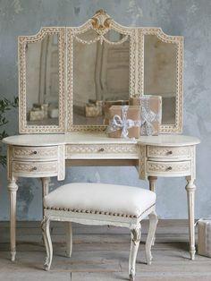 88 Stylish makeup table: Vanity tables with mirror - Deco Design Vintage Decor, Vintage Furniture, Furniture Design, Deco Furniture, Dressing Table Vanity, Dressing Tables, Vanity Tables, Makeup Tables, Antique Vanity