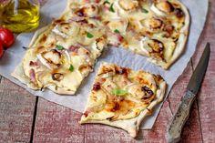 Flammkuchen Recipe (Alsatian / German Flatbread) - The Bread She Bakes Vegetarian Recipes Easy, Snack Recipes, Cooking Recipes, Vegetable Pizza, Italian Recipes, Love Food, Superfood, Food Porn, Recipes