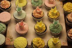 Crown cupcake Crown Cupcakes, Menu, Desserts, Food, Menu Board Design, Meal, Deserts, Essen, Hoods