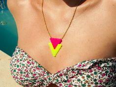 Chicle Sin Azúcar: Nueva colección: Collares flúor hama beads Melty Bead Patterns, Hama Beads Patterns, Beading Patterns, Bead Jewellery, Diy Jewelry, Colar Diy, Art Perle, Diy Perler Beads, Peler Beads