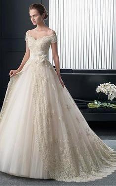 ... mit V-Ausschnitt  Hochzeit  Pinterest  Hochzeit, Hochzeitskleider