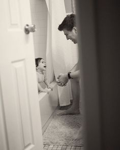 16 ideas for baby bath tub photography kids Cute Family, Baby Family, Family Goals, Foto Baby, Belle Photo, Baby Fever, Baby Pictures, Family Photography, Family Photos
