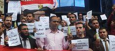 Egitto: i titolari di Master e Dottorati manifestano con spugna e sapone