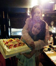 T-ara's Jiyeon and bandmate Hyomin celebrate Jiyeon's birthday with a cake