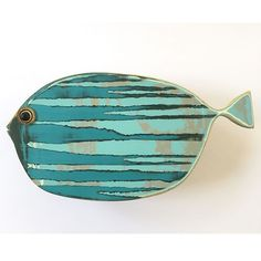 New fish just added to my shop (link in bio). Swipe to see a new tropical design . Driftwood Projects, Driftwood Art, Fish Wall Art, Fish Art, Fish Crafts, Beach Crafts, Fish Sculpture, Sculptures, Ceramic Pottery