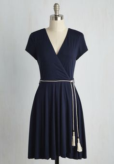Even if you can't spend every day on the water, this knit dress will take you right back to times spent sailing! Its ivory, braided belt - bedecked with black and cream beads - reflects the sails' ropes, while the deep blue hue of this cap-sleeved dress mirrors the ocean right when you miss it most.