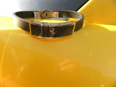 bracelet ferrari carbone exposé sur ferrari 458 italia dispo sur www.univers-gt.fr Ferrari 458, Porsche, Bmw, Italia, Universe, Accessories