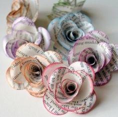 Heel mooi om een cadeautje in te pakken met deze bloemen van krant of boek-papier! #giftwrapping #cadeau #inpakken