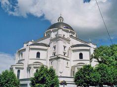 Santuario de la Basílica de Caacupé es una ciudad de Paraguay, capital del Departamento de la Cordillera http://www.skyscraperlife.com/ciudades-y-arquitectura-la/19673-basilica-de-caacupe-paraguay.html