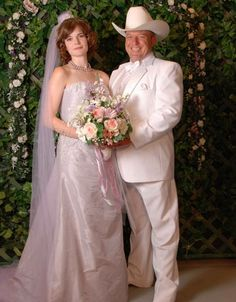 Hank and Marie wedding photo - Funny wedding photo of Hank Schrader and his wife Marie from Breaking Bad. Watch Breaking Bad, Breaking Bad Series, Jesse Pinkman, Funny Wedding Photos, Wedding Pictures, Family Photo Album, Family Photos, Hank Schrader, Babe