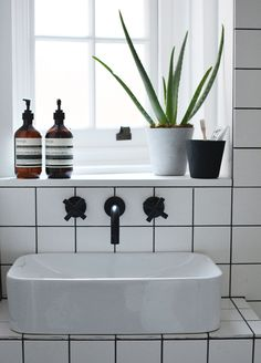 Monochrome bathroom...