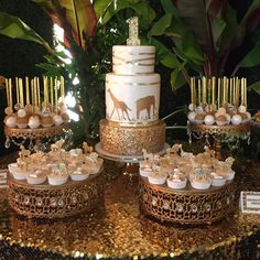 Last Saturday Miss Presley celebrated her Birthday Safari Glam Style, and what a party it was. did an AMAZING… Safari Party, Safari Baby Shower Cake, Baby Shower Giraffe, Baby Shower Cakes, Safari Theme, Jungle Party, Jungle Safari, Jungle Theme Cakes, Giraffe Party
