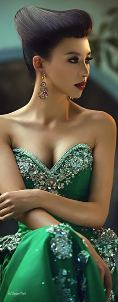 Hi, Welcome to Pali Escorts Agency 09570038393 Style Vert, Winter Typ, Dior, Glamour, Green Fashion, China Fashion, Mode Style, Beautiful Gowns, Gorgeous Hair