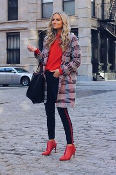 Layered knitwear with color knitwear + booties combo Preppy Outfits, Girly Outfits, Stylish Outfits, Fashion Outfits, Fashion Trends, Fashion Ideas, Trending Fashion, Classy Outfits, Fashion Clothes