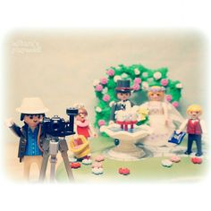 Taking a #wedding picture #결혼식 #신랑신부 #brideandgroom #couple #love #플레이모빌 #플모 #playmobil #摩比 #toy #figure