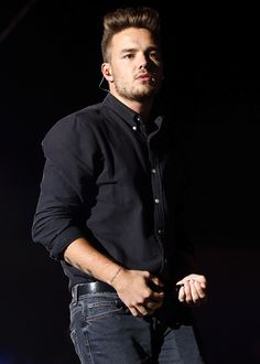Liam performing in Chicago, August 23 #1 - Celine