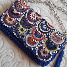 Hand Knitted Bags Patterns - Knittting C - Diy Crafts Crochet Clutch, Crochet Handbags, Crochet Purses, Crochet Bags, Knitting Blogs, Knitting Kits, Handmade Kids Bags, Hand Knit Bag, Intarsia Knitting