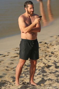 Celebrity & Entertainment | Please Enjoy These Really Hot Shirtless Photos of Jake Gyllenhaal on the Beach | POPSUGAR Celebrity Photo 9