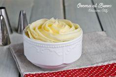 Preparare la Crema al Burro è davvero facilissimo. Pochi ingredienti e semplici passaggi con un tempo di preparazione di 10 minuti.