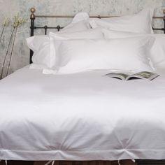 Unsere hochwertige Luxus Bettwäsche Set  Classic White  sorgt mit dem…