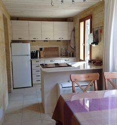 - Middle - Kitchen