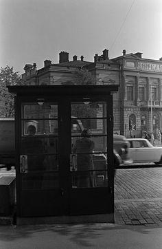 Puhelinkioski Mannerheimintiellä Helsingin kaupunginmuseo Simo Rista SER 1969