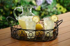 Lose 20 pounds in just two weeks with this lemon diet Lemon Water Diet, Juice Of One Lemon, Lemon Diet, Citroen Water, Slow Down Metabolism, Fat Burning Pills, Detoxify Your Body, Fiber Diet, Easy Diets