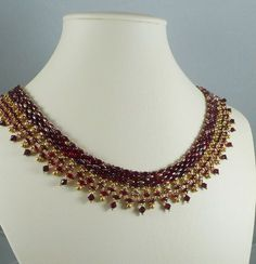 Woven Twin Bead Necklace Red and Gold by IndulgedGirl on Etsy - rubinrøde superduo el. twin samt guld seed - samt ruby bicones og guld små dråber