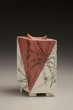 Kondô Takahiro (b. - Four legged red, white and black glazed porcelain form with gold and silver mist overglazes, 2010 Ceramic Boxes, Ceramic Art, Silver Mist, Four Legged, Porcelain, Pottery, Ceramics, Sculpture, Traditional